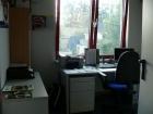 Im Büro lässt sich z.B. der Unterricht für die theoretischen Übungen vorbereiten. Dafür steht hier u.a. ein PC mit Internetzugang zur Verfügung.